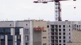 Vista geral do canteiro de obras de uma área residencial na cidade - zumba dentro vídeos de arquivo