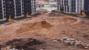 Vista geral do canteiro de obras de uma ?rea residencial na cidade - timelapse video estoque