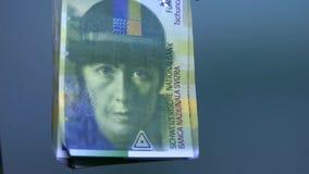 Vista geral do dinheiro suíço Cédula suíça 50 video estoque