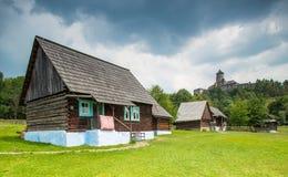 Vista geral do museu ao ar livre em Stara Lubocna, Eslováquia Fotografia de Stock