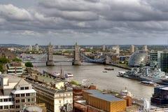 Vista geral do rio Tamisa em Londres fotos de stock royalty free