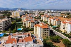 Vista geral dos apartamentos para o aluguel em Portimao, em Algarve & em x28; Portugal& x29; fotos de stock