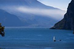 Vista giù il lago da Riva Del Garda Italy Fotografia Stock Libera da Diritti