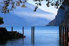 Vista giù il lago da Riva Del Garda Italy Fotografie Stock Libere da Diritti
