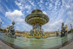 Vista granangular de la fuente en Place de la Concord en París Foto de archivo libre de regalías