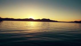 Vista granangular escénica hermosa de Lake Havasu almacen de metraje de vídeo