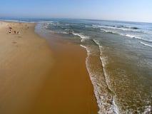 Vista grandangolare del mare e del puntello Fotografie Stock Libere da Diritti