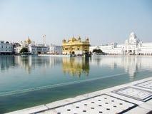 Vista grandangolare del tempiale dorato, Amritsar Immagine Stock Libera da Diritti