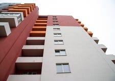 Vista grandangolare della costruzione di appartamento Immagini Stock Libere da Diritti