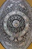 Vista grandangolare della porta tailandese del tempio fotografie stock libere da diritti