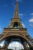 Vista grandangolare della Torre Eiffel fotografia stock