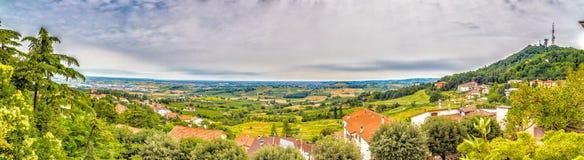 Vista grande del campo de Romagna en Italia Imagen de archivo libre de regalías