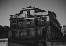 Vista Greyscale de la casa abandonada en Lisboa, Portugal Fotografía de archivo libre de regalías