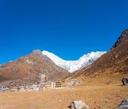 Vista H di Lirung del villaggio di Langtang Kyanjin Gompa Fotografia Stock Libera da Diritti