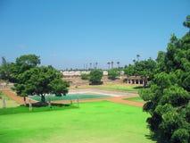 Vista hermosa de la pista de la hierba. Fotografía de archivo libre de regalías