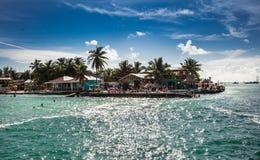 Vista hermosa del Caribe con agua de la turquesa en el calafate de Caye, imagenes de archivo