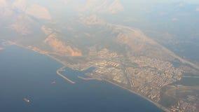 Vista hermosa del paisaje extranjero de una opinión del vuelo de los pájaros, viaje de negocios metrajes