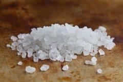 Vista himalayana di macro del condimento del sale dell'alite Preservativo di alimento minerale naturale del condimento, bianco sa fotografia stock
