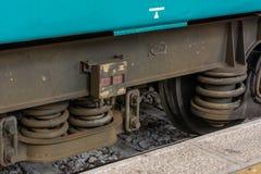Vista horizontal del cierre para arriba de los amortiguadores de choque de las ruedas Imagen de archivo
