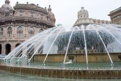 Vista horizontal del De Ferrari Square y de su Funtain Génova, fotos de archivo libres de regalías