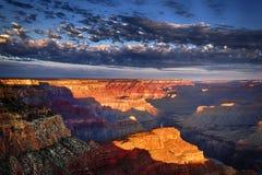 Vista horizontal del Gran Cañón en la salida del sol foto de archivo libre de regalías
