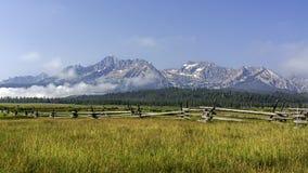 Vista icónica de las montañas de Sawooth en Idaho Fotografía de archivo libre de regalías