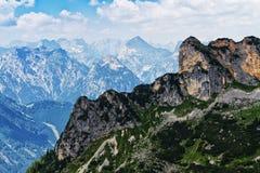 Vista idilliaca con le alte montagne nella gamma di Rofan L'Austria, Tirol Fotografia Stock