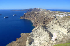 Vista imponente de la línea de la playa de Santorini Imagen de archivo libre de regalías