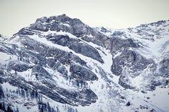 Vista imponente di alte alpi austriache di Tauern nell'inverno Immagini Stock