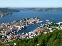 Vista impresionante de Bergen Harbor y del paisaje urbano según lo visto de Mt, Floyen en Bergen, Noruega imagen de archivo
