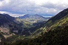 Vista impresionante de la montaña de Retezat Foto de archivo libre de regalías