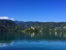 Vista impresionante del lago sangrado, Eslovenia Foto de archivo