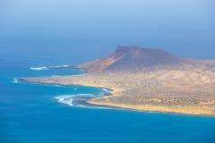 Vista impressionante de Mirador del Rio à ilha do La Graciosa, Lanzarote Fotografia de Stock