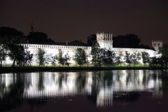 Vista impressionante do convento de Novodevichy na noite, Imagens de Stock Royalty Free