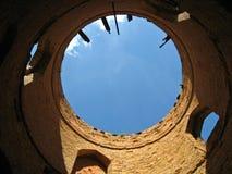 Vista incomum da torre antiga imagens de stock
