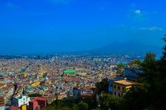 Vista incrível de Nápoles com o Monte Vesúvio no fundo, Itália Fotografia de Stock