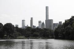 Vista increíble del horizonte de New York City de Central Park fotos de archivo libres de regalías