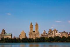 Vista incredibile dell'orizzonte di New York City da Central Park fotografia stock libera da diritti