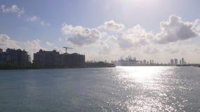 Vista industriale 4k Florida S.U.A. del pilastro della parte della spiaggia del sud di Miami archivi video
