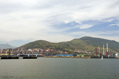 Vista industriale nella porta di Bilbao, Spagna Immagini Stock Libere da Diritti