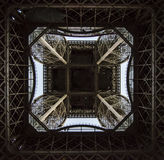 Vista inferior da torre Eiffel Foto de Stock