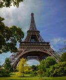 Vista inferior da torre Eiffel Imagem de Stock Royalty Free