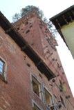 Vista inferior de la torre de Guinja foto de archivo