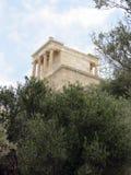 Vista inferior de um dos templos da acrópole imagens de stock