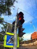 Vista inferior no close up do sinal do sinal e de estrada imagem de stock
