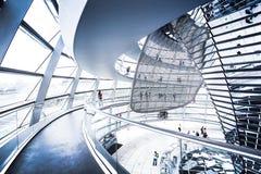 Vista interior da abóbada famosa de Reichstag em Berlim, Alemanha Foto de Stock Royalty Free