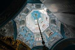 Vista interior da igreja do sinal do Virgin Blessed na igreja de Dubrovitsy Znamenskaya, região de Moscou do podolsk, Rússia imagem de stock