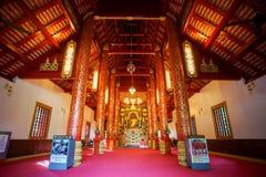 Vista interior de la capilla y la imagen de Bhudda en Wat Phra Kaew Imagen de archivo libre de regalías