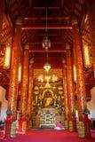 Vista interior de la capilla y la imagen de Bhudda en Wat Phra Kaew Imagen de archivo