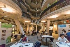 """Vista interior de la colmena para aprender el  llamado de Building†de la cesta de la suma del """"Dim en la universidad tecnoló Foto de archivo"""